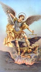 Heilige Aartsengel Michael, verdedig ons in de strijd.