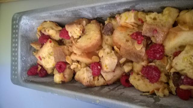 Cake de pain perdu vanille-framboises