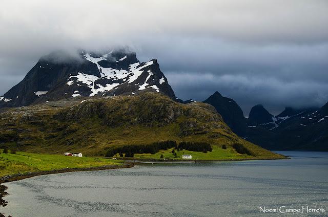 casita solitaria en Lofoten