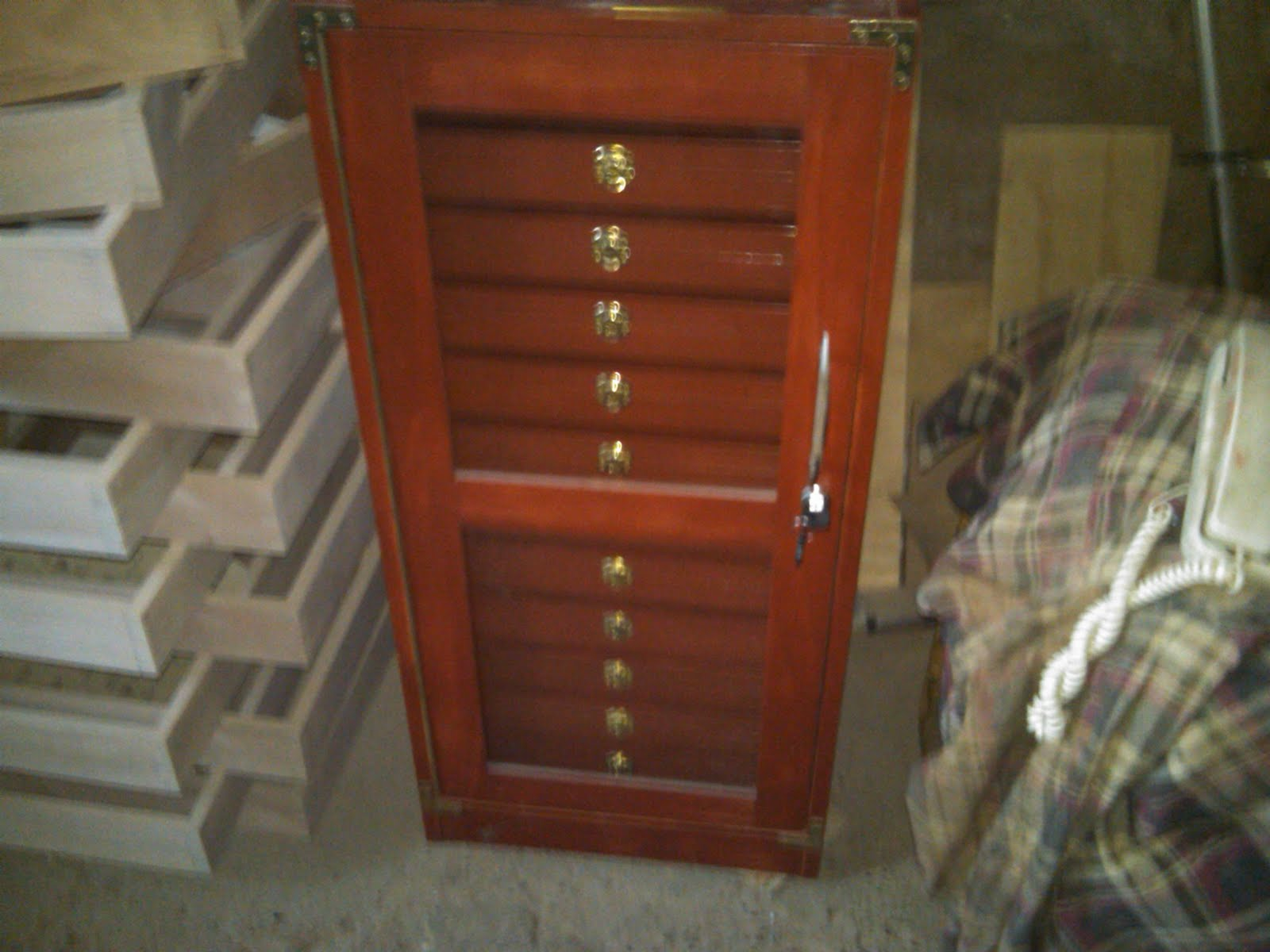 Cajas de madera para colecciones for Muebles para colecciones
