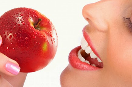 تناول تفاحة يوميا تحمي من الإصابة بالجلطات وأمراض القلب