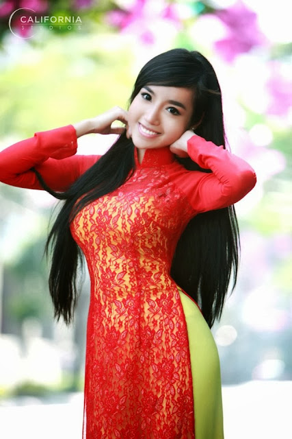 "Elly Tran Ha - Lovely with ""Ao Dai"""