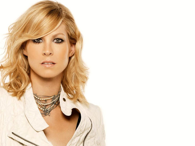Jenna Elfman Biography and Photos 2012