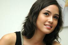 Ya Ampun! Rambut Miss V Mariana Renata Kelihatan Saat Mengenakan Busana Ini