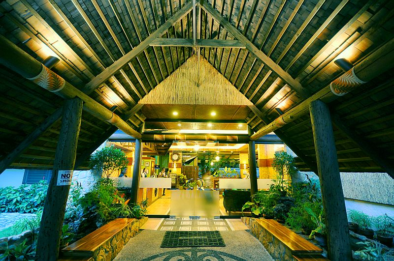The Dao Diamond Hotel Holds A Wonderful Tropical Surprise For You Recently Remodeled And Upgraded It Now Has Polynesian Theme Offers First Cl