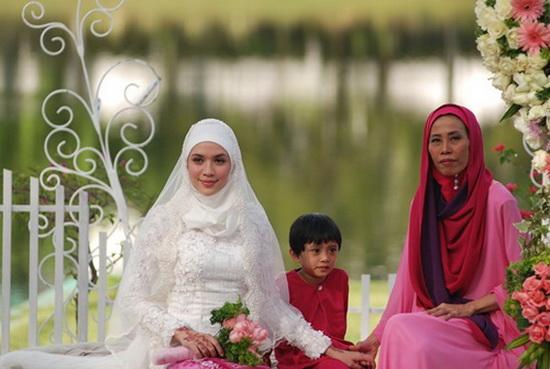 Farid Kamil Musuhi Ibu Mertuanya Norsiah Ramli