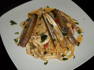 ... il mare nel piatto...spaghetti alla chitarra con cannolicchi ...