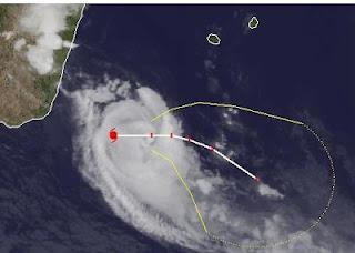 Zyklon GIOVANNA wieder Hurrikan - weiterer Verlauf unsicher - Mauritius momentan nicht in Gefahr, Madagaskar, Mauritius, Giovanna, aktuell, Satellitenbild Satellitenbilder, Vorhersage Forecast Prognose, Februar, 2012, Indischer Ozean Indik, Zyklonsaison Südwest-Indik, Verlauf, Zugbahn