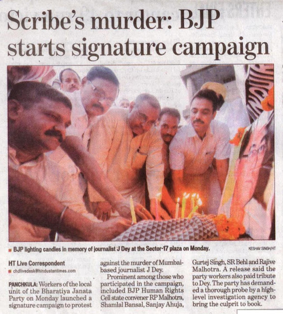 BJP leader Satyapal Jain lighting candles in memory of journalist J Dey at the Sector 17 Plaza on Monday
