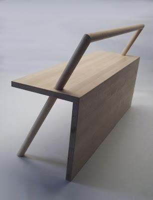 Bangku Minimalis Dengan Desain Eksentrik