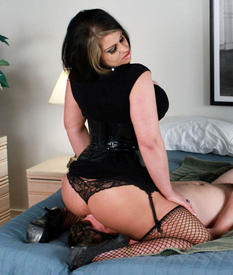 Devina Cox's World Of Femdomination: Devina's Domme of the Day Aug 17
