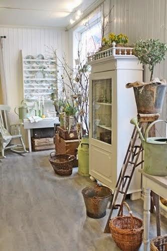 Gamle oppussede møbler og ting med sjel...:)