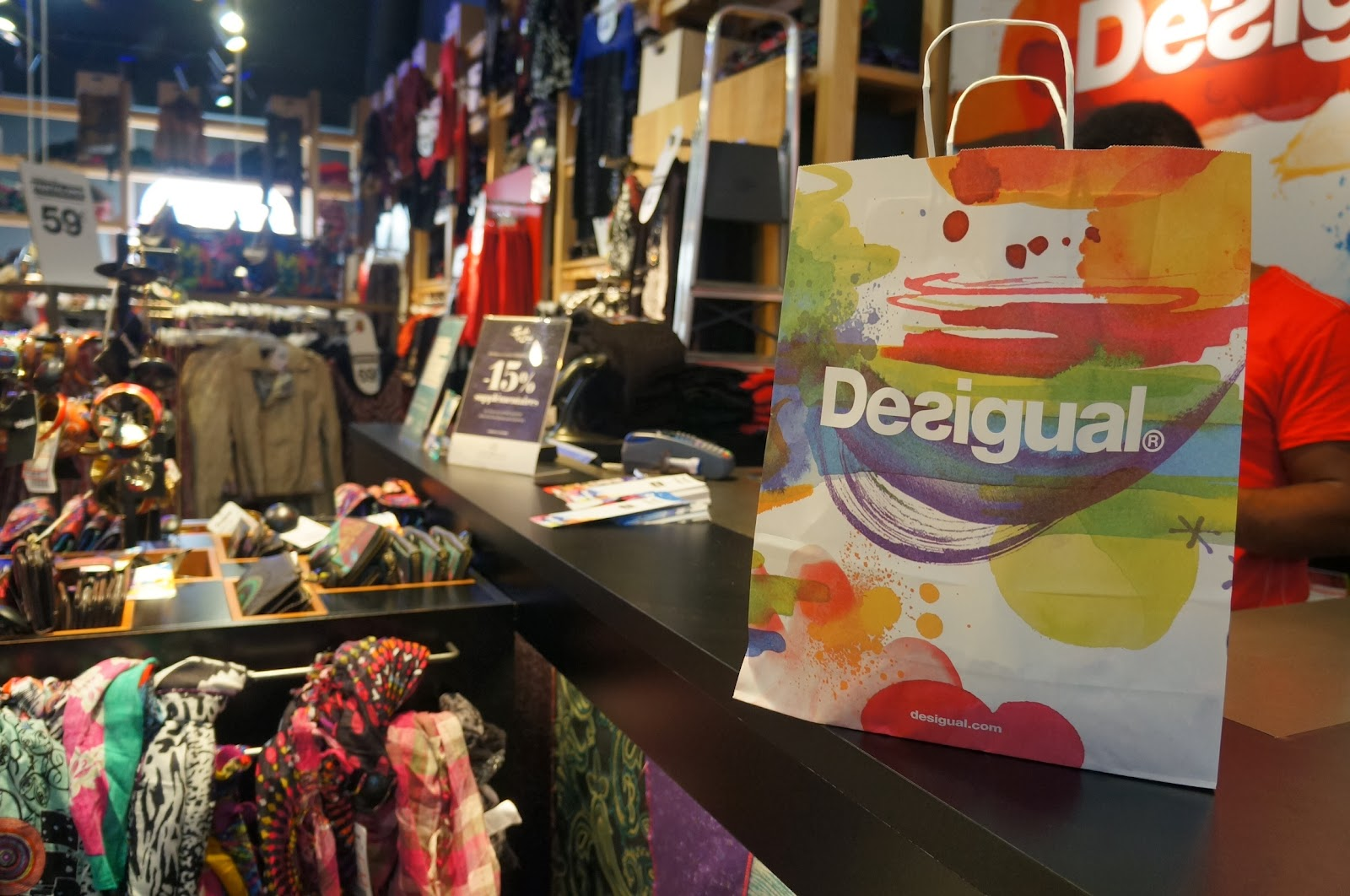 The la roca village shopping experience in barcelona for Las rocas outlet barcelona