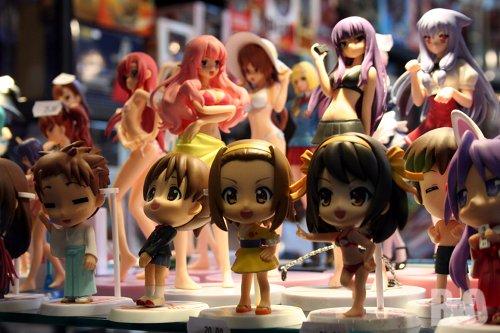 http://1.bp.blogspot.com/-vqZWHO6Ah-Y/ThGS3DIhwII/AAAAAAAAFBA/lHIUKpr5jI0/s1600/figurines-japan-expo-2011.jpg