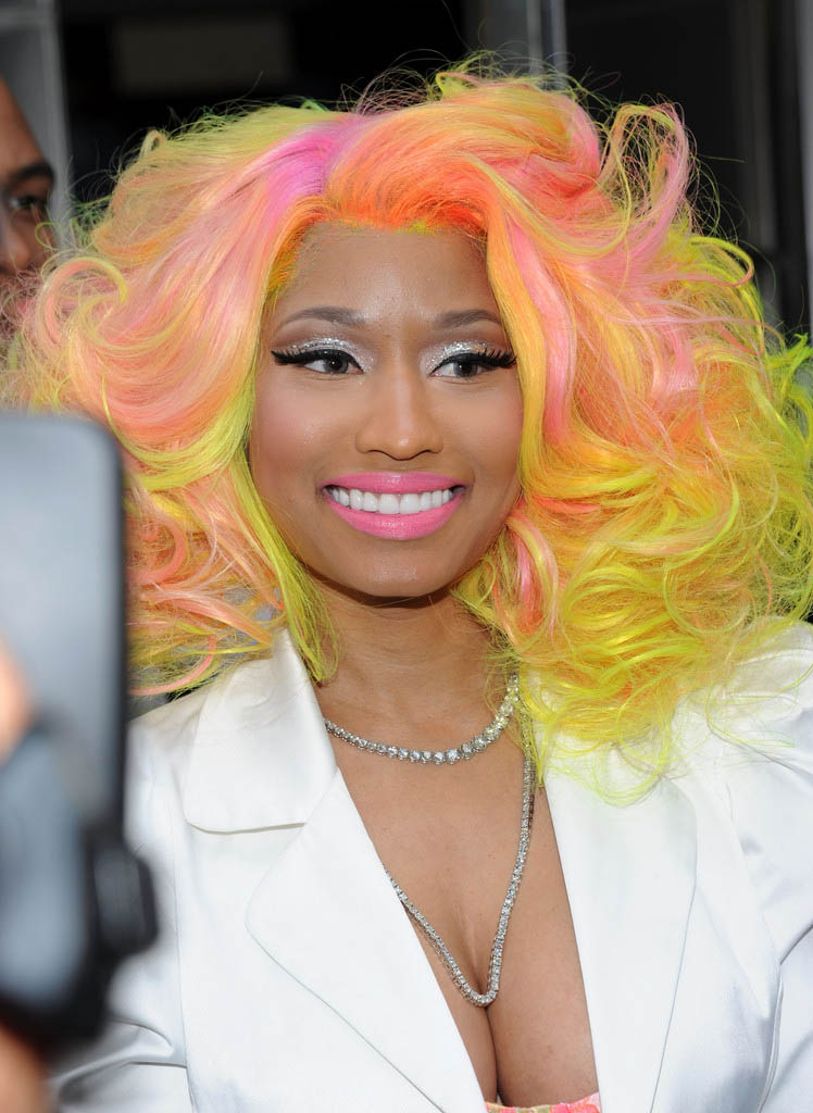 Nicki Minaj Without A Wig Or Weave Rhymes With Sni...