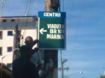 Orientando os  condutores a entrar e sair das ruas de Itacuruça /sinalização adequada, menos multas
