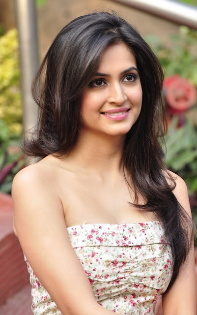 Beautiful Kriti Kharbanda Wallpaper