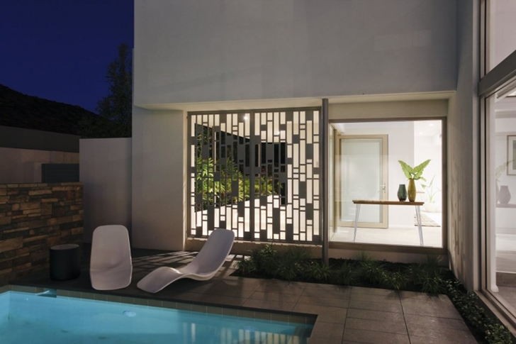 Backyard facade of Contemporary style One27 Grovedale home by Mick Rule