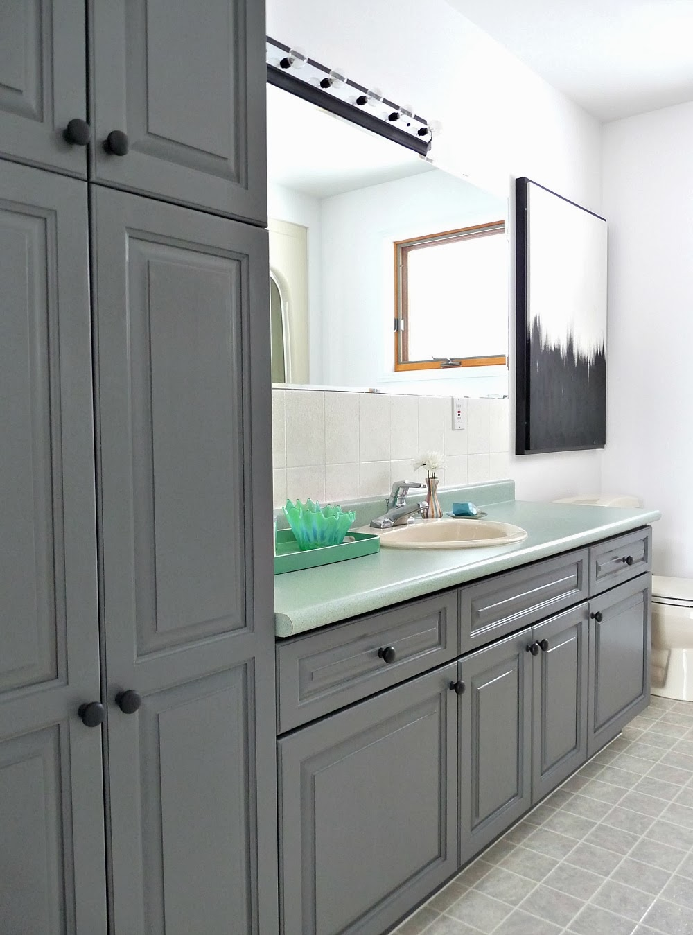 Bathroom Makeovers Ni a budget-friendly bathroom makeover using paint | dans le lakehouse