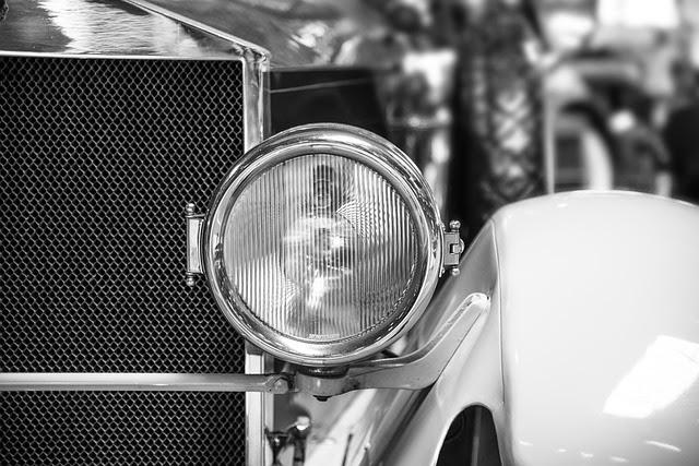 クラシックカーのヘッドライトの画像