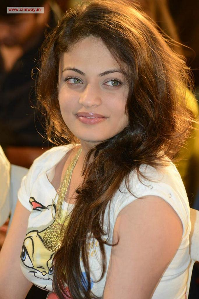 Download image tags sneha ullal new photos stills pc android iphone