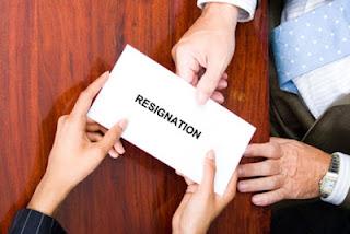 Contoh surat pengunduran diri dari kerja atau pekerjaan karena tidak betah dengan bahasa indonesia yang baik dan sopan terbaru lapangan kerja