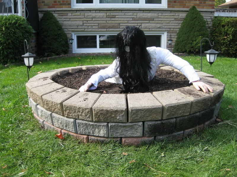 Halloween lawn decorations diy - My Handmade Home Diy Scary Well From The Movie Quot The Ring Quot