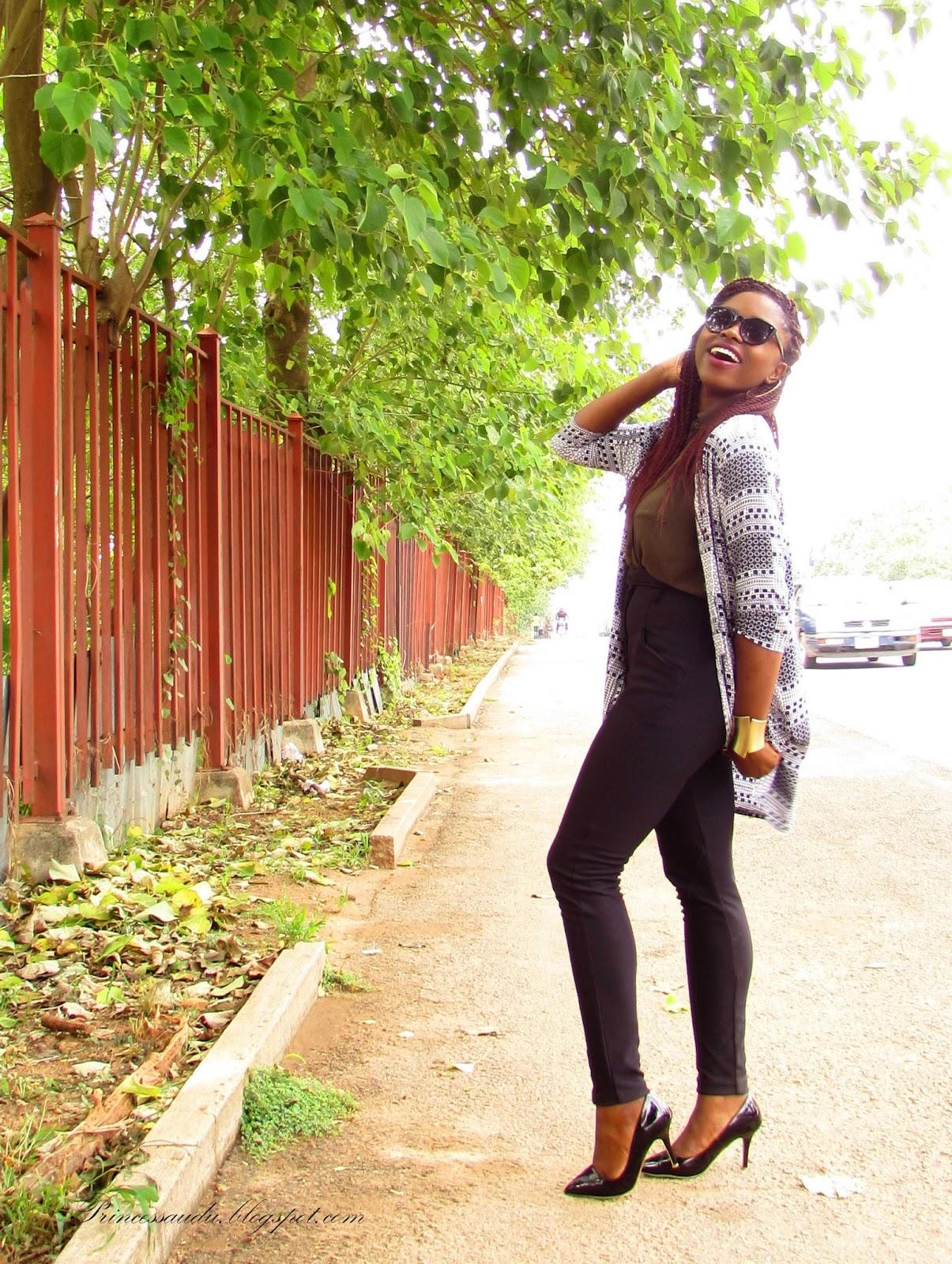 black pumps, Kimono, high-waist pants, jeggings