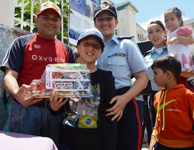 Hijos de funcionarios de Polimerida recibieron juguetes en la celebración el día del niño