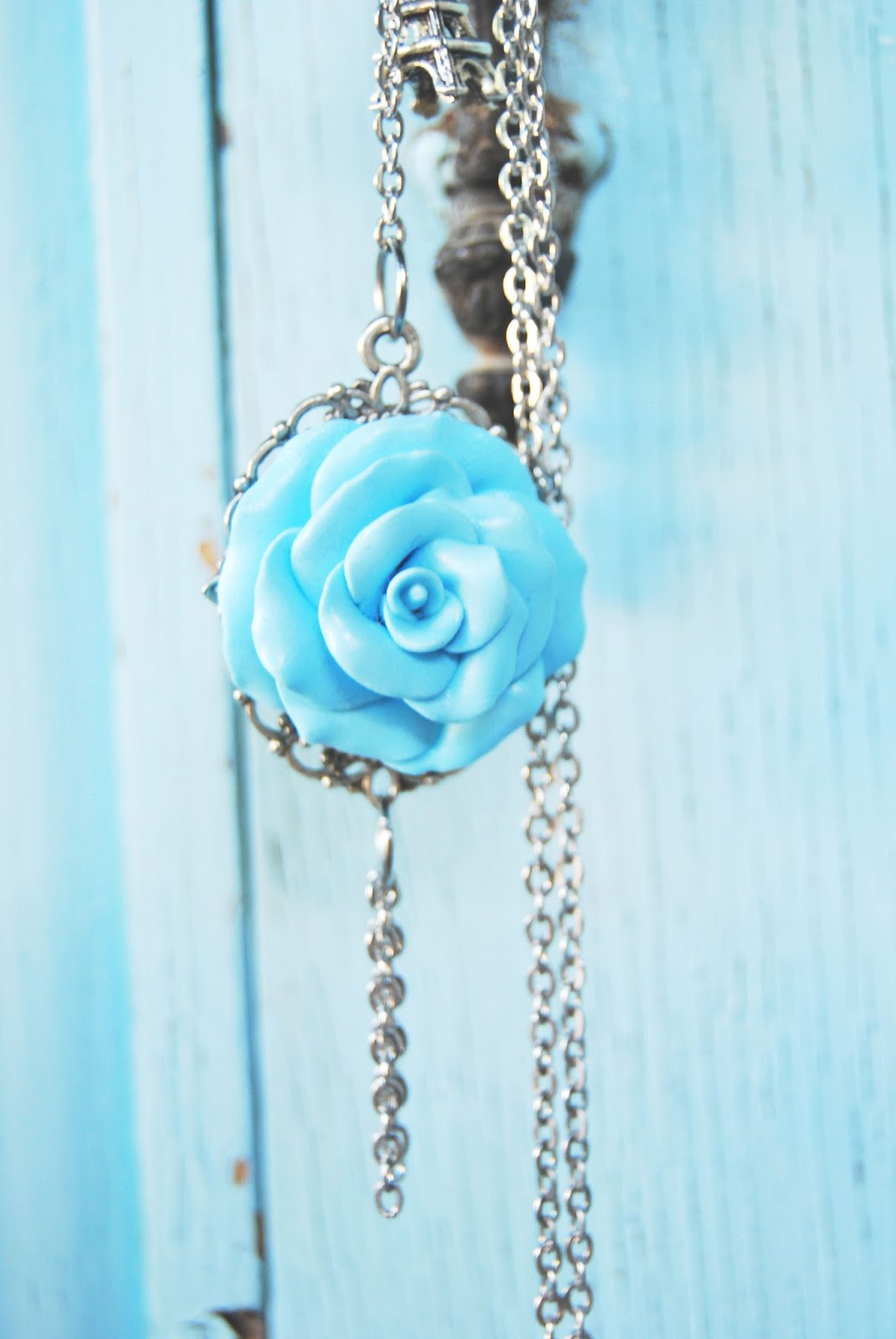 Rosa azul cielo fimo