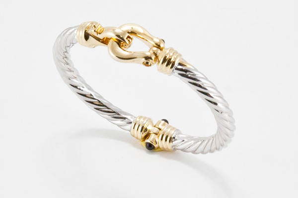 This Equally Beautiful Silver Clasp Bangle From T J Designs Will Give You A Similar Look For Lot Less Cash Version Retails 58 And Can Click