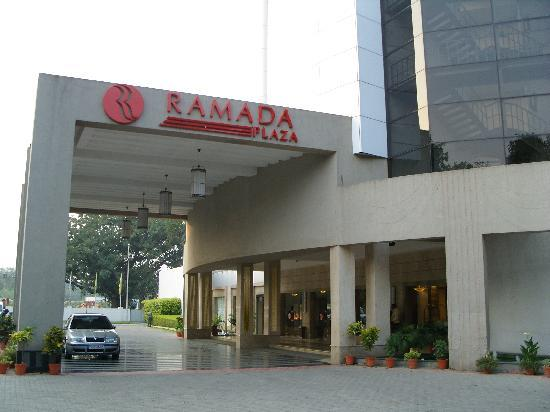 Hotels Ramada Plaza in Varanasi