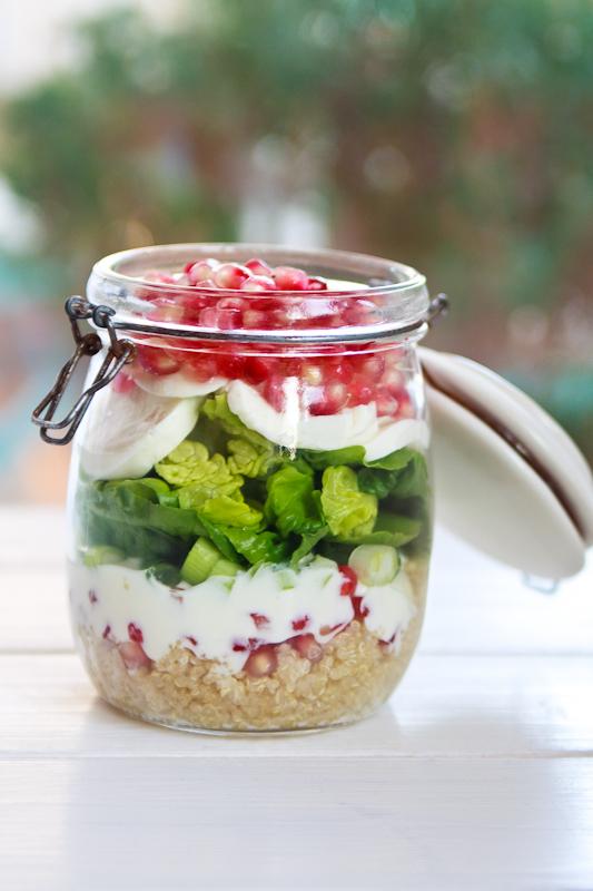 zum mitnehmen bitte granatapfel mozzarella salat im glas. Black Bedroom Furniture Sets. Home Design Ideas