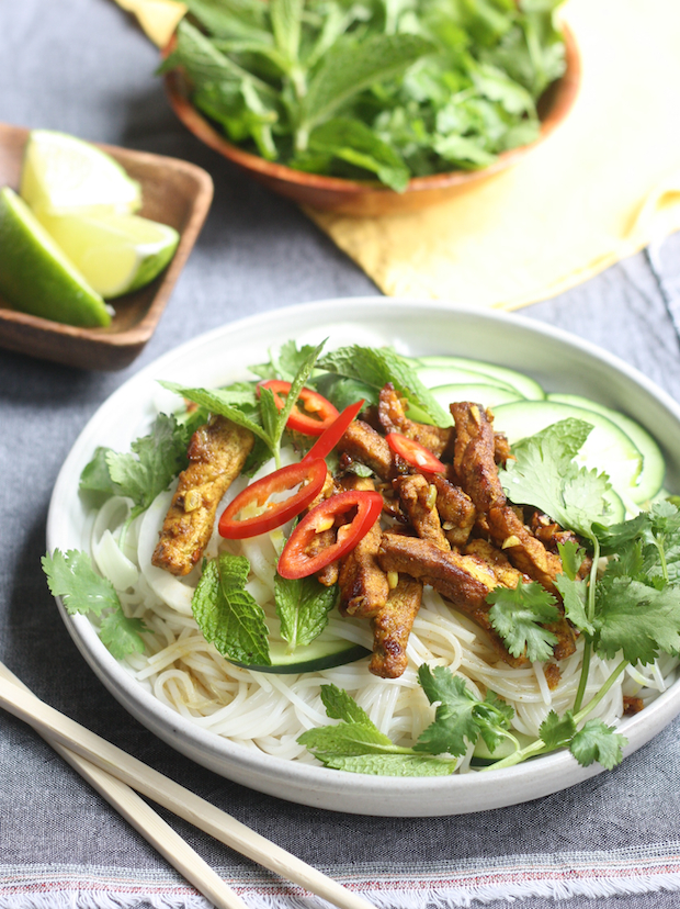 Vietnamese pork noodle salad recipe by SeasonWithSpice.com