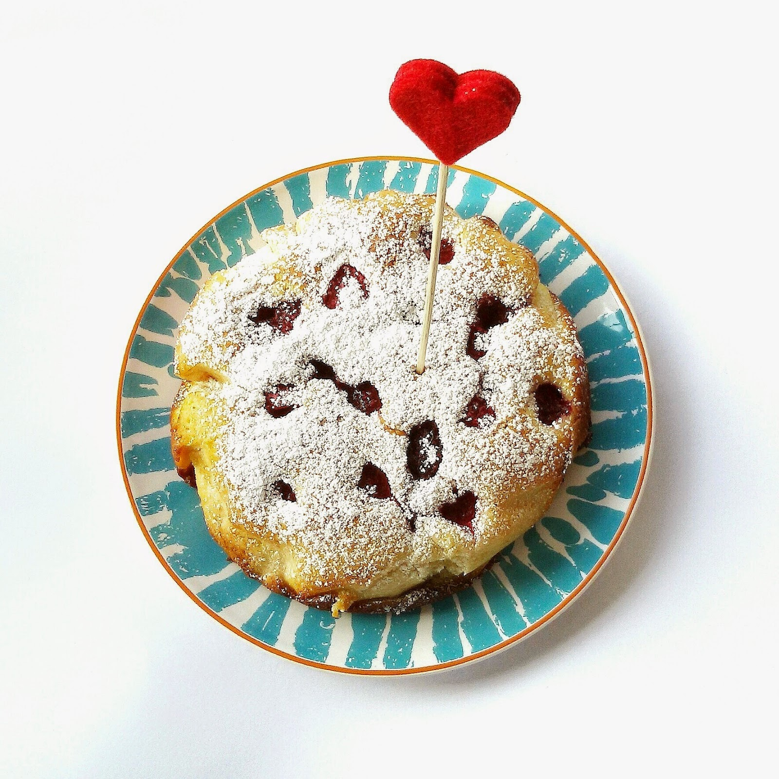 Kleiner, Saftiger Kuchen Mit Mango & Himbeeren