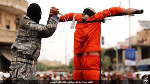 """EI crucifica cristão: """"Se você ama Jesus, vai morrer como Ele""""."""