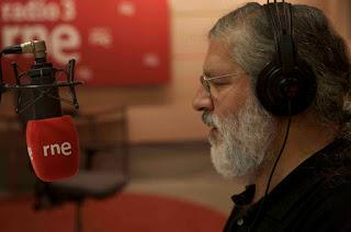 José Miguel López en los micrófonos de RNE3 al frente de Discópolis