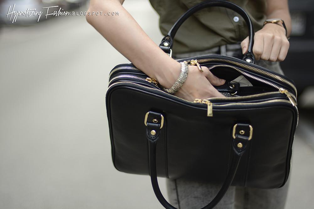 czarna skórzana torba na laptopa