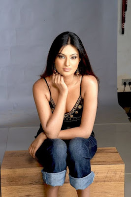 Sayali Bhagat Wallpapers in Ghost Film