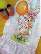 Fralda pintada Coelhinha com balão. Essa linda fralda não foi eu quem pintei . (coelho balã£o)