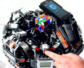 Robot Canggih Penyusun Rubik Tercepat di Dunia