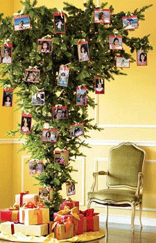 A Beautiful Memory Tree For Christmas. Use Dry Branches And Hang Pictures,  Art Or Old Greetings To Create This Lovely Christmas Tree.