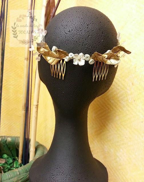 semicorona vintage para novia con porcelana y cristales alambrados