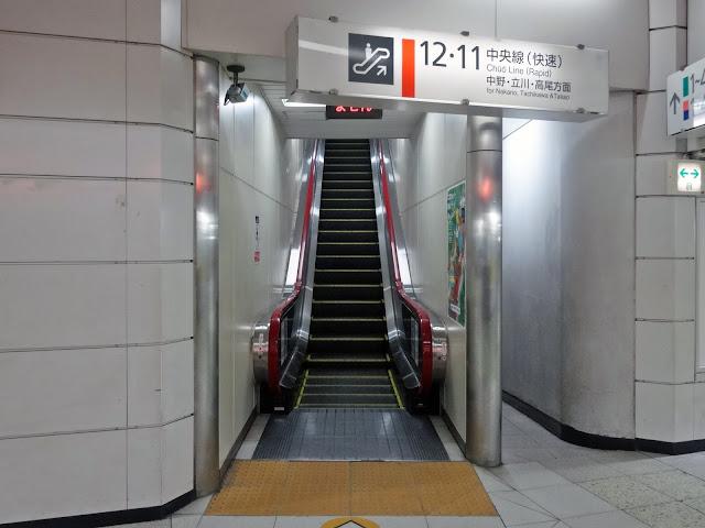 エスカレーター,新宿駅〈著作権フリー無料画像〉Free Stock Photos
