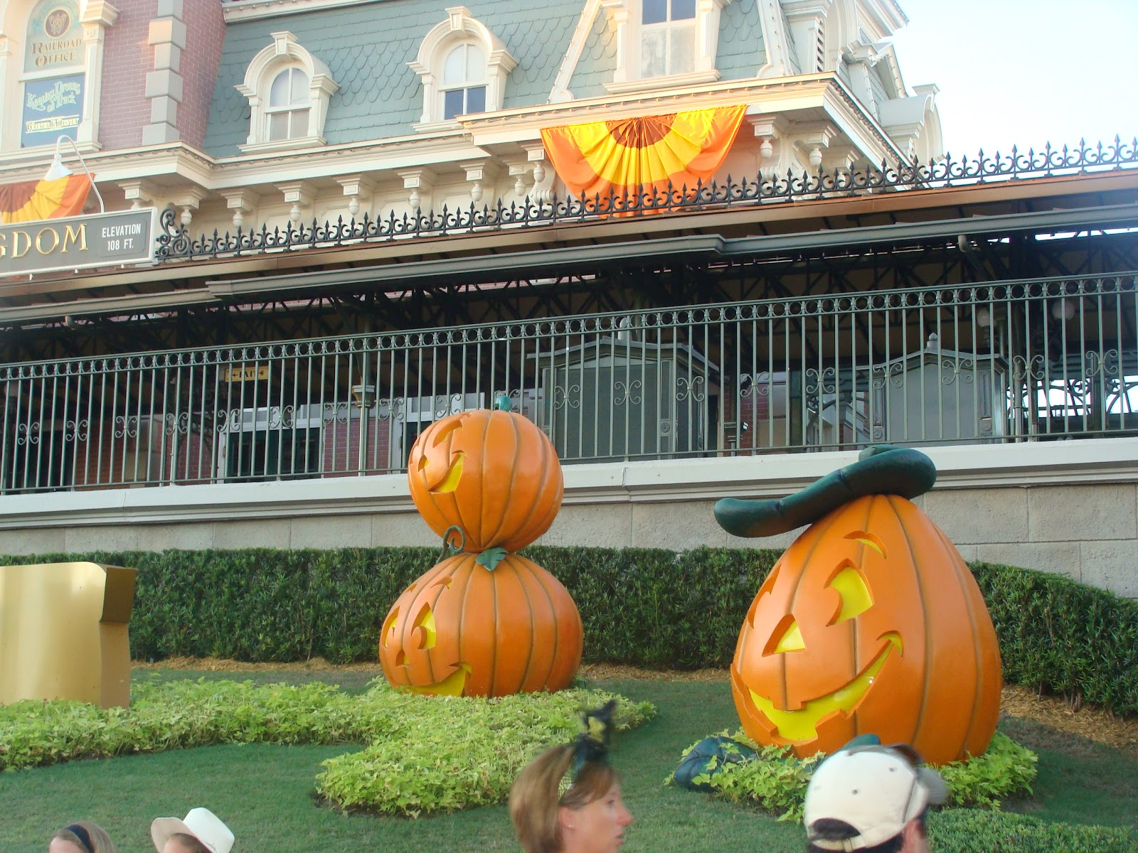 Toddler Tips for Mickey's Not So Scary Halloween Party (MNSSHP ...