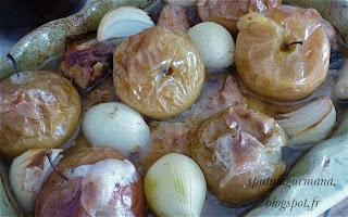 Курица, запечённая с яблоками в сидре