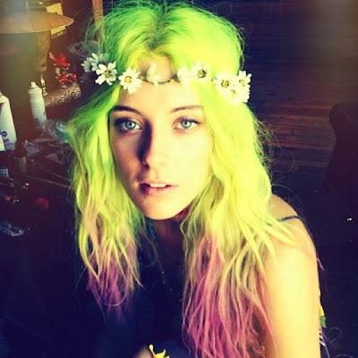 chloe norgaard, festival hair, green hair, lilac hair
