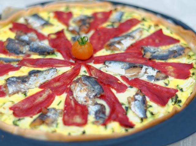 Tarte aux courgettes, piquillos, et sardines