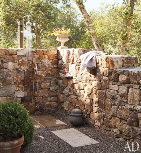 Tatiana doria duchas de exterior for Duchas rusticas fotos