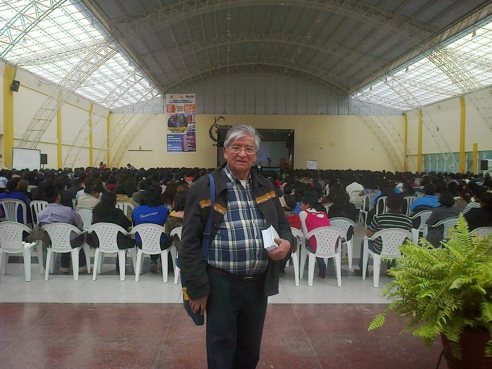 ROBERTO MARTINEZ  DIRECTOR DE LA ESCUELA QUECHUA JOSE MARIA ARGUEDAS